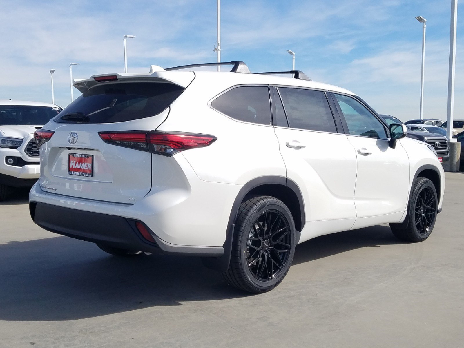 new 2020 toyota highlander le sport utility in mission